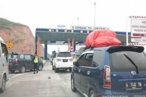 Kendaraan Pemudik ke Jawa Mulai Padati Tol Lampung
