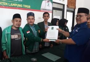Ketua Nasdem Lamtim Yusran Daftar Calon Kada ke PKB