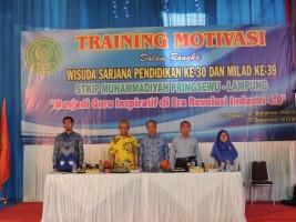 Ketua STKIP Muhammadiyah Pringsewu Beri Training Motivasi