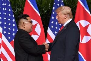 Kim Jong-un dan Donald Trump Bertemu Pertama Kalinya
