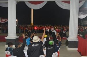 Kirab Obor , Truk Bertonase Besar Disetop Sementara di Jalintim Tulangbawang.