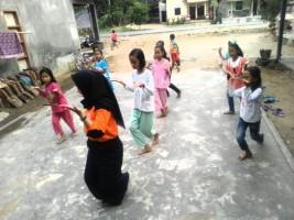 KKN, Mahasiswi UIN Raden Intan Giatkan Budaya Lampung