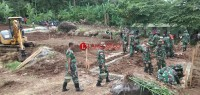 Kodim 0421 Lamsel Bantu Bangun 60 Unit Hunian Sementara