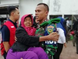 Kodim 0421/LS Bantu Pulangkan 206 Pengungsi ke Pulausebesi
