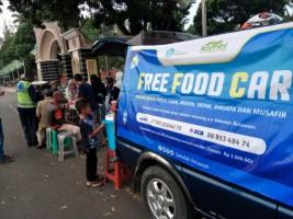 Kombi dan Sekolah Relawan Gelar Free Food Car Spesial Ramadan