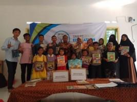Kombi Donasikan Buku Bacaan kepada Smart Youth Education