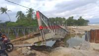 Kondisi Jembatan Bailey Parah, Motor Tak Dapat Melintas