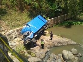 Kondisi Truk Masuk Sungai Yang Menewaskan Dua Penumpang