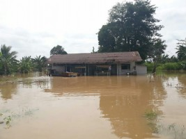 Korban Banjir Kesulitan Air Bersih