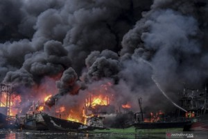 Korsleting, 18 Kapal Terbakar di Pelabuhan Muara Baru