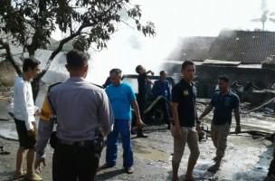 Korsleting Kabel Pengapian, Mobil Daihatsu Feroza Terbakar