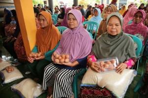 KPM BPNT di Palas Pertanyakan Pengurangan Jumlah Beras dan Telur