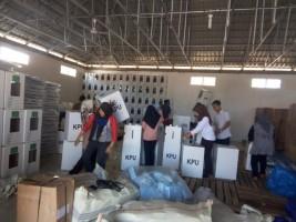 KPU Kabupaten Way Kanan Mulai Merakit Kotak Suara