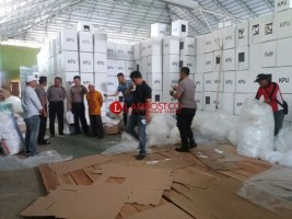 KPU Lamtim Lakukan Packing Logistik Pemilu