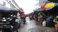 Kumuh dan Becek Melekat di Pasar Pasir Gintung