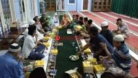 Lampost dan Alfamart Bagikan Paket Buka Puasa di Masjid Al-Hidayah