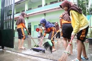 LAMPOST TV: Banjir, MIN 12 Tunda Kegiatan Belajar