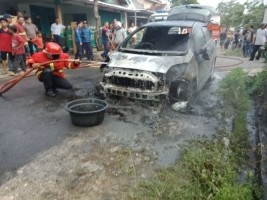 LAMPOST TV: Diduga Korslet, Mobil Etios Terbakar di Bypass