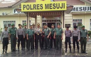 LAMPOST TV: Dipimpin Pabung Dan Danramil Mesuji, TNI AD Datangi Polres Mesuji