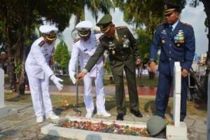 LAMPOST TV: HUT ke-73 TNI, Jajaran TNI Gelar Tabur Bunga di TMP Kedaton