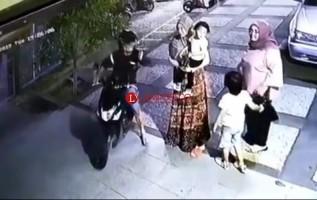 LAMPOST TV:Pura-pura Tanya Alamat, Jambret Beraksi di RSIA Santa Anna