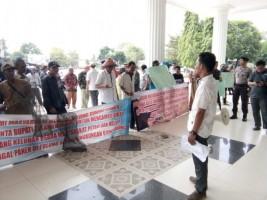 LAMPOST TV: Warga Tulangbawang Demo Tuntaskan Masalah dengan Waskita