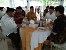 Lebaran, Arinal Djunaidi Silaturahmi ke Rumah Aziz Syamsuddin