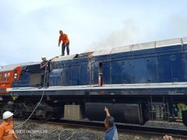Lokomotif Babaranjang Terbakar di Stasiun Tegineneng