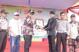 Lomba Hias Teks Pancasila dengan Aksara Lampung FKPPI Raih Rekor MURI