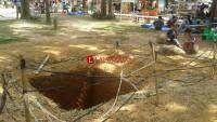 Lubang di Areal Taman Merdeka Kota Metro Tidak Ada Pengaman