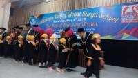 Lulusan Global Surya Berkarakter Islami
