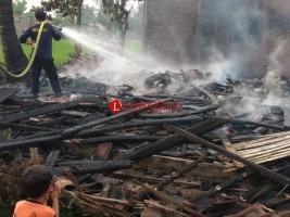 Lupa Matikan Kompor, Rumah Warga Ludes Terbakar
