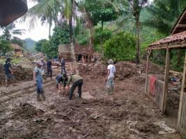 Maharipal UIN Raden Intan Lampung Bantu Korban Banjir Bandang