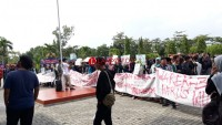 Mahasiswa UIN Raden Intan Gelar Aksi Tuntut Wakil Rektor III Netral