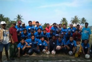 Majukan Bidang Olahraga, Desa Berundung Kucurkan Bantuan