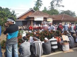 Masa Demo Tuntut Usut Kasus Politik Uang