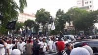 Massa Datangi Kantor PBNU Jakarta
