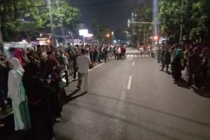 Massa Pendukung Prabowo-Sandi Berkumpul di Belakang Gedung MK