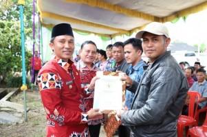 Masyarakat Tujuh Pekon di Sukau Terima Sertifikat Tanah
