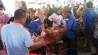 Masyarakat Sragi Serbu Pasar Murah