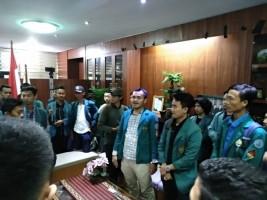 Mediasi Deadlock, Mahasiswa Kembali Menginap di Ruang Rektor