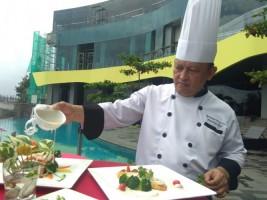 Menikmati Kelezatan Ayam Krakatau Ala Hotel Berbintang