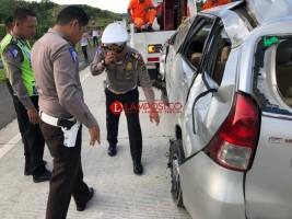 Minibus Terguling di Tol Bakauheni, 2 Orang Tewas