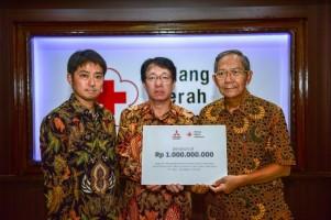 Mitsubishi Serahkan Donasi Rp1 Miliar ke PMI Untuk Korban Gempa di Sulawesi