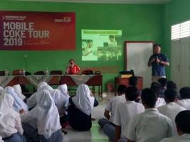 Mobile Coke Tour Dorong Siswa SMK Berpikir Kreatif