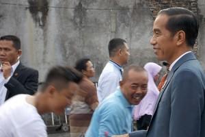 Mudik ke Solo, Jokowi Langsung Sambangi Warga Kurang Mampu