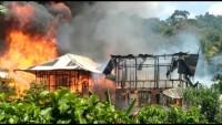 Mukhlis Basri Bersama Karang TarunaSambangi Korban Bencana Kebakaran Sukau