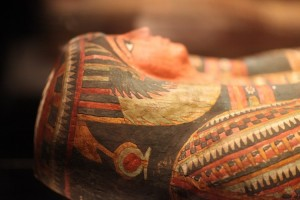 Mumi Bertopeng Emas Muncul di Mesir