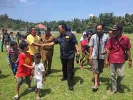 Naik Helikopter, Arinal Sambangi Korban Tsunami Pulausebesi