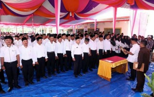 Nanang Kukuhkan 84 Anggota BPD di Sragi